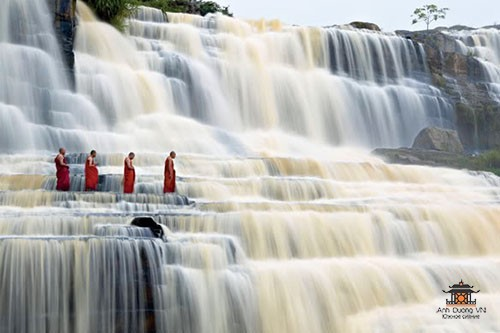 dalat_waterfallmonks