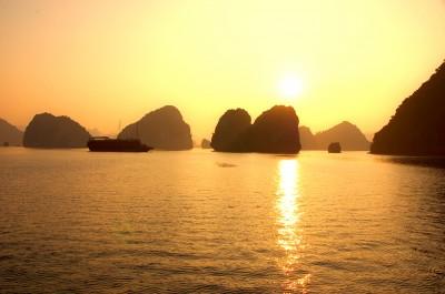 Бухта Ха Лонг. Вьетнам