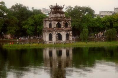 Озеро Возвращенного меча и пагода. Ханой - Вьетнам